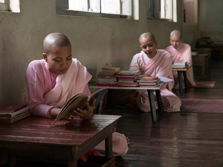 Nonnen in der Klosterschule
