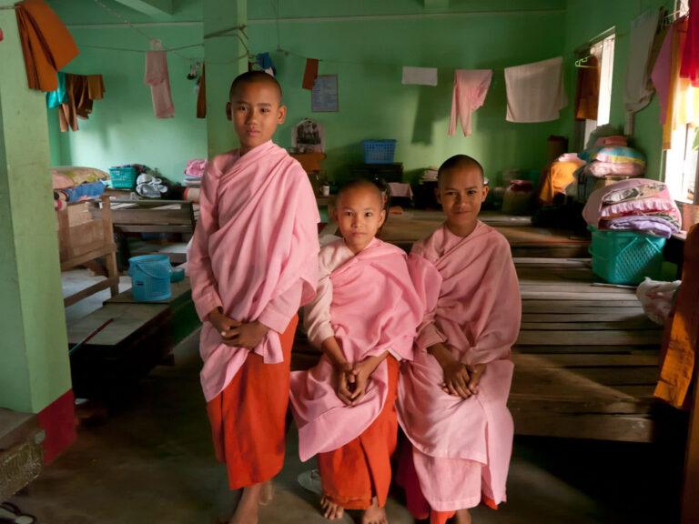 Buddhistische Novizen
